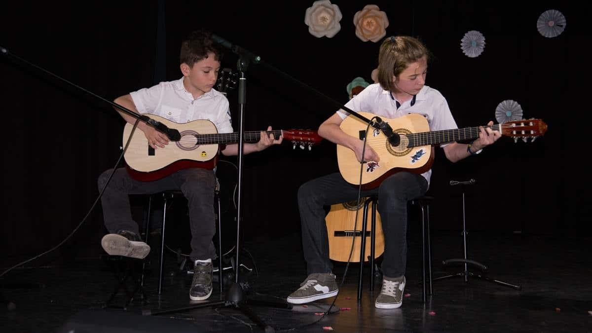 De ce studiem chitara?